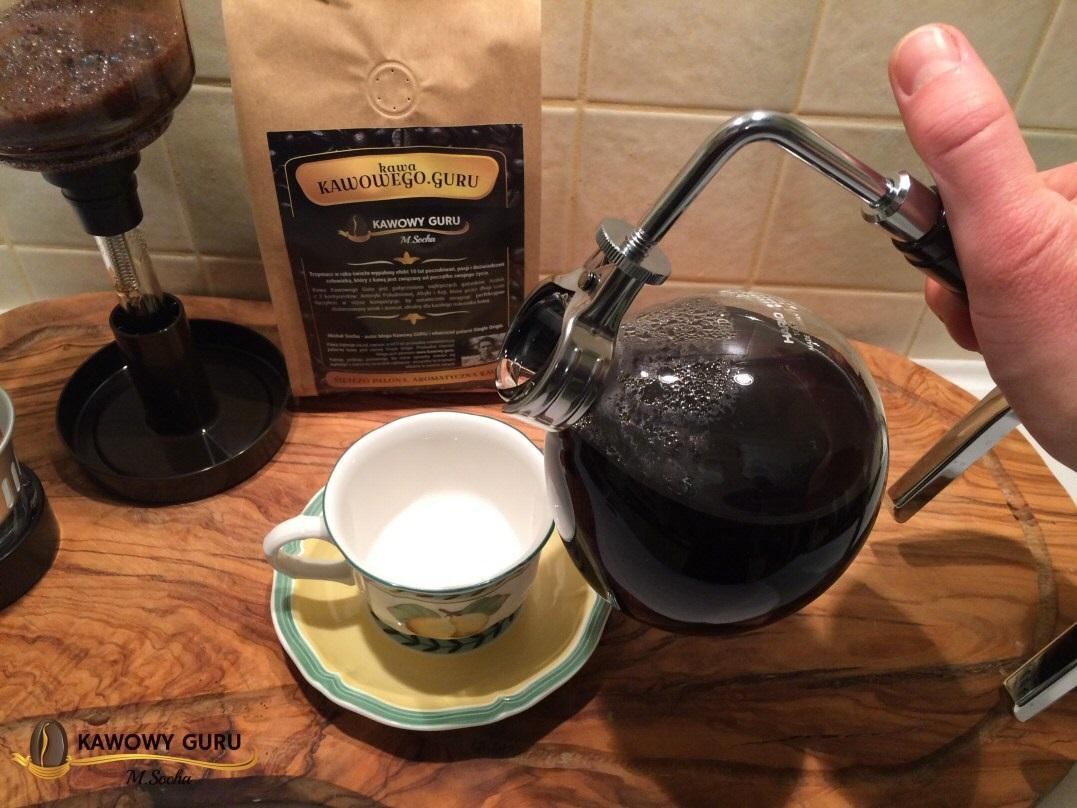 Pozostaje już tylko rozlać i cieszyć się świetną kawą...