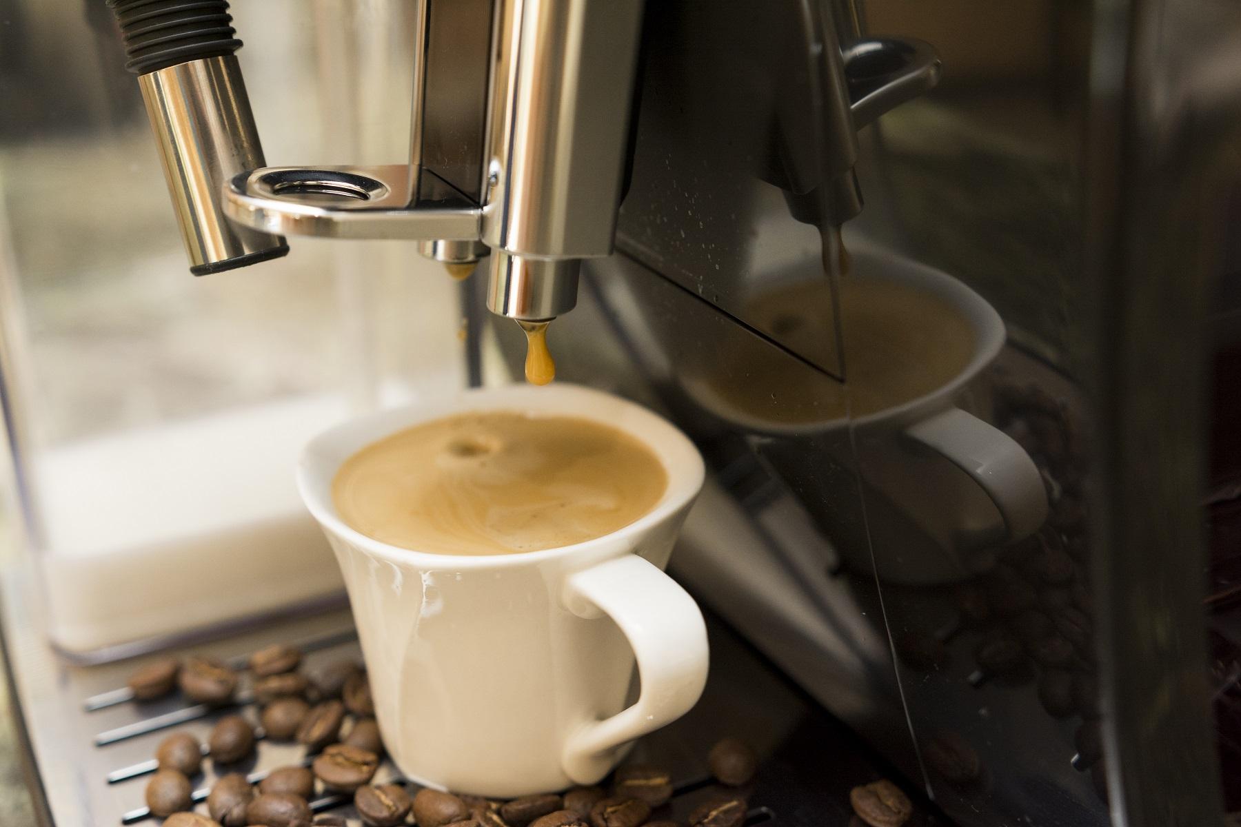 Espresso z ekspresu automatycznego De'Longhi